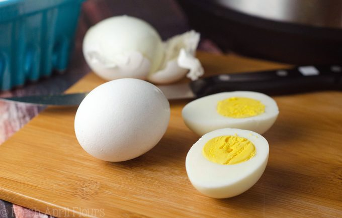 hard boiled eggs as healthy travel food