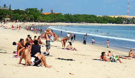 bali crowded beaches