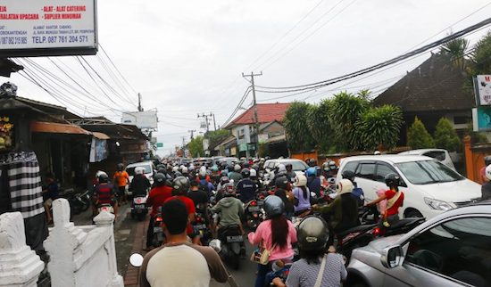 traffic in bali narrow streets