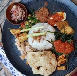places to eat in seminyak bali