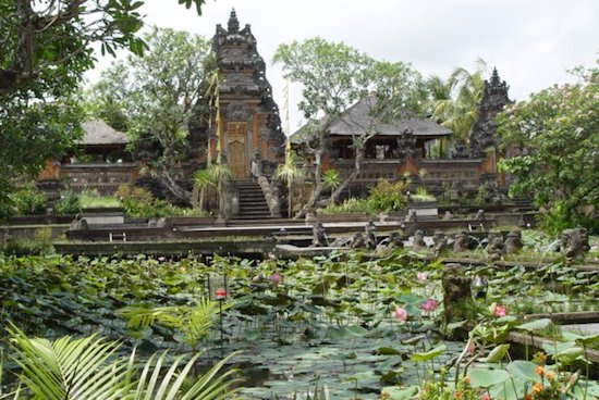 visit saraswati temple in ubud